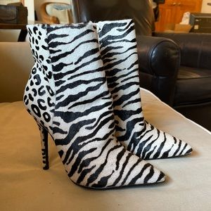Steve Madden Sexy Animal Print Boot Bootie size 7